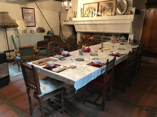 Chierry, Francia: Breakfast room - an historic spot; this is where the author did his writing