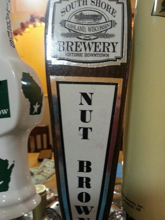 Park Falls, วิสคอนซิน: South Shore Nut Brown is one of 3 beers normally on tap.