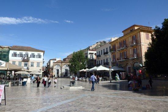 Παραλία Ναυπλίου: town square