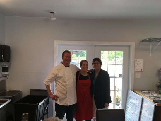 "Comox, Canada: Alain, Chantal (owners of Chez-vous where we had our ""lunch"") & me!"