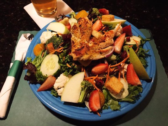 The Pines Eatery and Spirits: Harvest Salad with Grilled Chicken