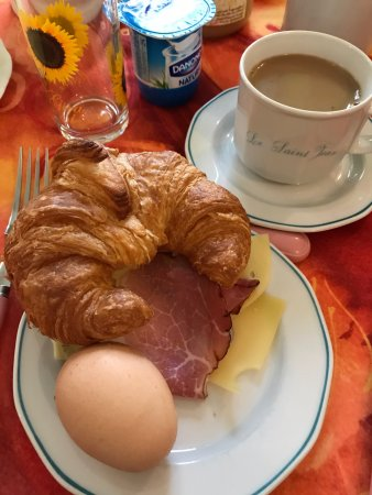 Mareuil-sur-Ay, France: My breakfast