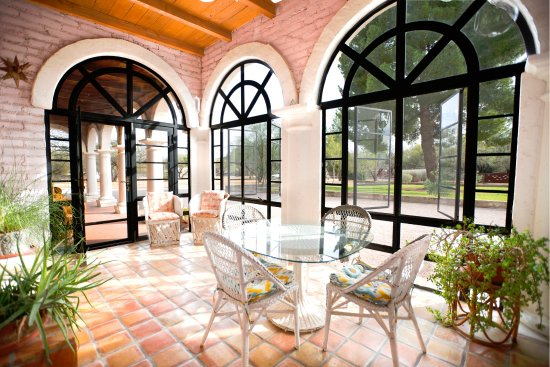 Tubac Secret Garden Inn : SunRoom in Queen's Wreath/Camelot