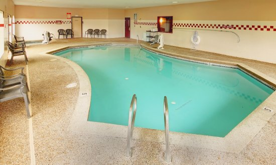 Phoenix Inn Suites Salem: Inside heated pool.