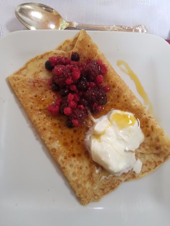 Elyod House: Delicious Pancake with Fresh Berries and Creme Fraiche