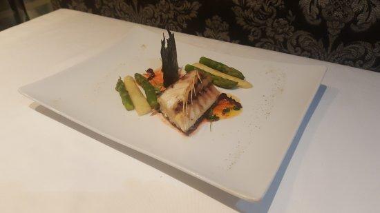 Restaurant Unico : Carré  di spigola confit pescata all amo.