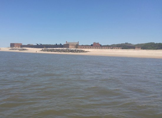 Fernandina Beach, FL: The tide was out extremely far...you can see the rocks that generally extend way out into the wa