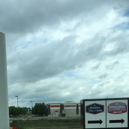 Hampton Inn & Suites Grand Rapids Airport / 28th St: Tiny sign near Aldi/Party City sign