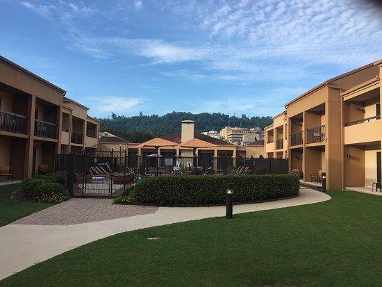 โฮมวูด, อลาบาม่า: View of the fenced in pool. This is the courtyard