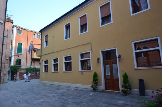 Exterior of Hotel Al Malcanton