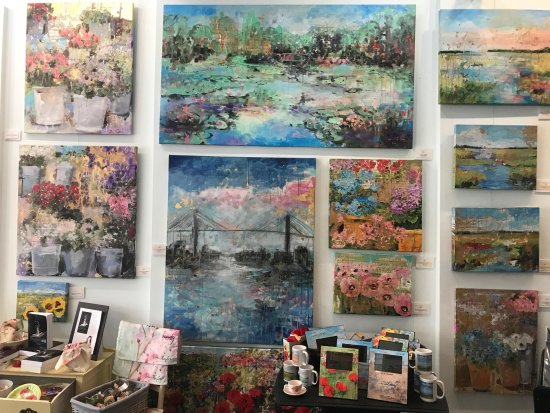 Tiffani Taylor Gallery : New mixed media and oil paintings, as well as Lifestyle Collection Products for the home.