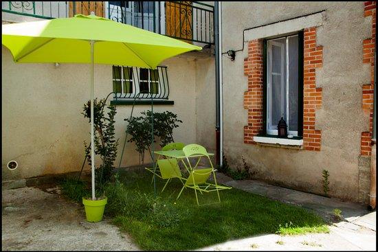 Saint-Saud-Lacoussiere, France: Espace fumeur