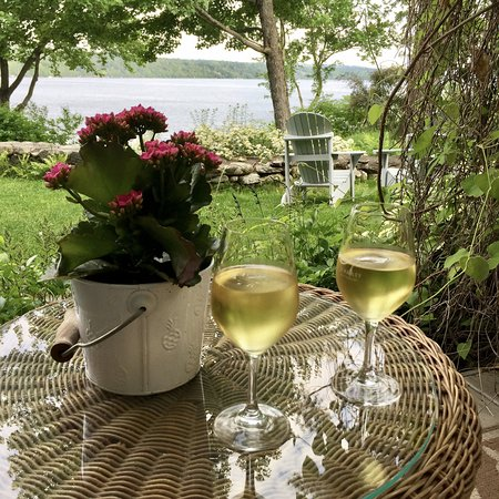 North Hatley, Kanada: have a drink on the terrasse