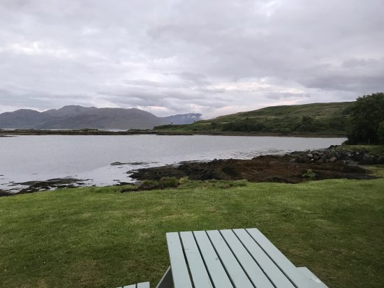 Sleat, UK: Looking out from the hotel grounds