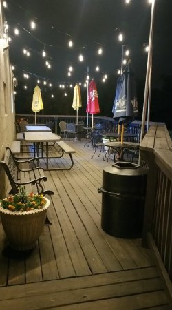 Lenexa, KS: Party deck at night!