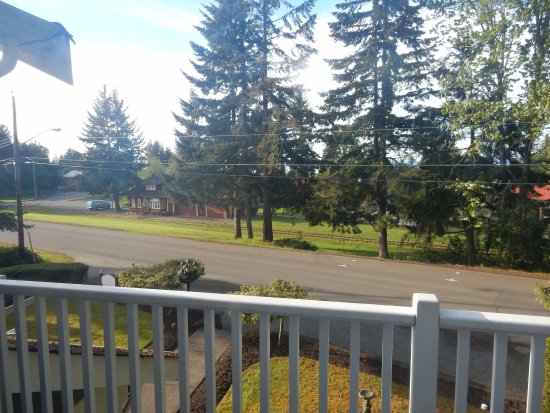 Cornerstones Bed and Breakfast: The view from the balcony from our room. Quiet location, very quiet!