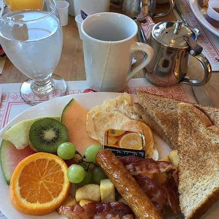 Hotel - Motel Le Beluga : Breakfast included with our room cost. Very good and filling!