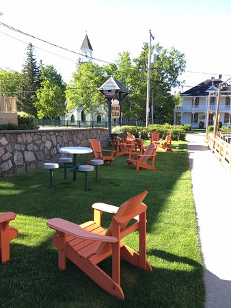 Hotel - Motel Le Beluga : A nice place to sit and talk about the whales!