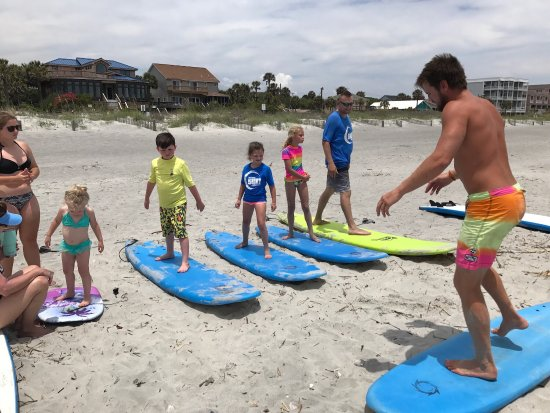 Folly Beach, SC: Amazing that the surf staff could get all these kiddos up their very first lesson!!!