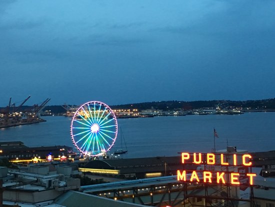 Inn at the Market: Incredible views from their deck and sound view rooms!