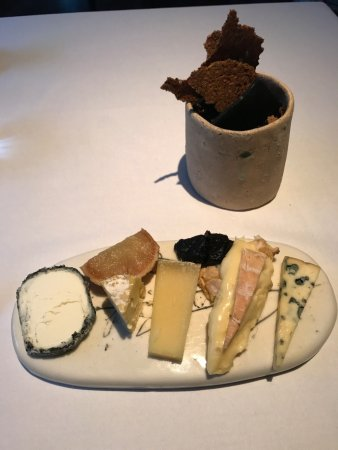 The Ledbury : 5 Variety Cheese plate... got to pick from each variety after thorough explanation!
