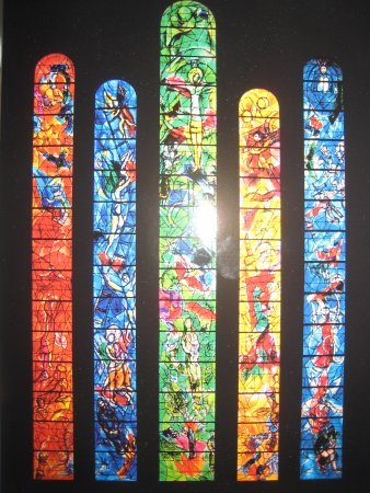 Iglesia de Nuestra Señora (Fraumunster): five stained glasses windows by Marc Chagall; center is Christ's life.