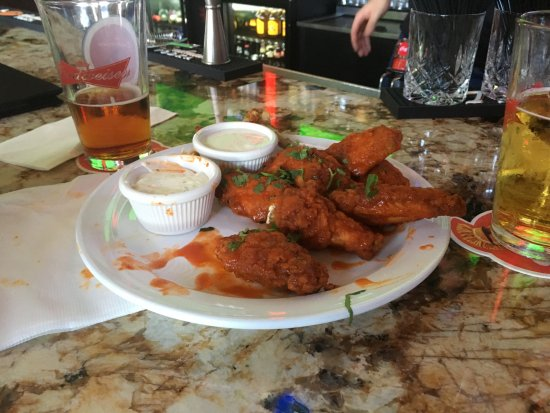 Cerritos, CA: realy good Buffelo wings