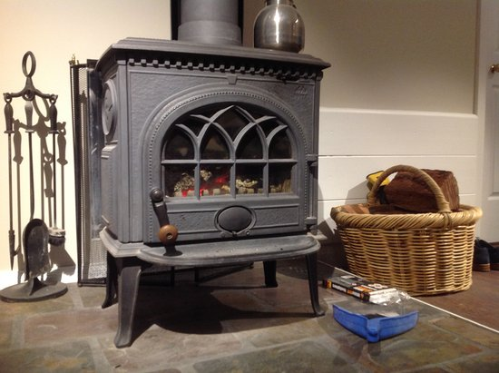 Diamondvale Cottages: Wood fire in cottage