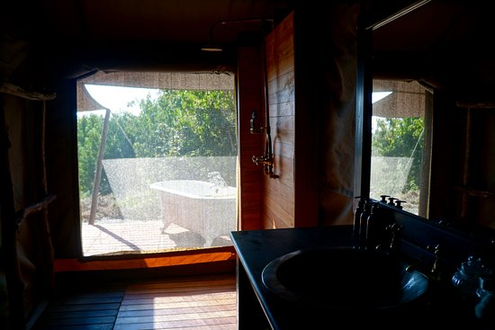 Linyanti Reserve, Botswana: Spacious bathroom and a soaking tub in the honeymoon suite