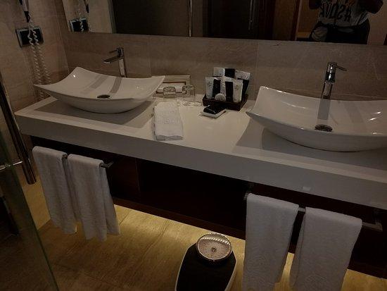 Majestic Mirage Punta Cana: Double Sinks
