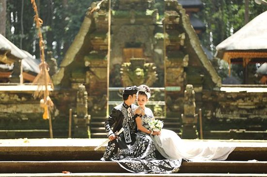 Photoshoot with Balinese custom