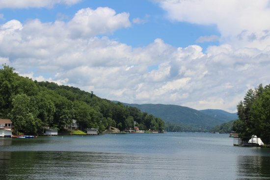 Lake Lure, NC: The view from the lower deck