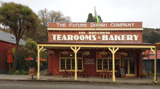 Reefton, Nieuw-Zeeland: The Broadway Tearooms excels at combining a heritage building with a modern cafe scene.