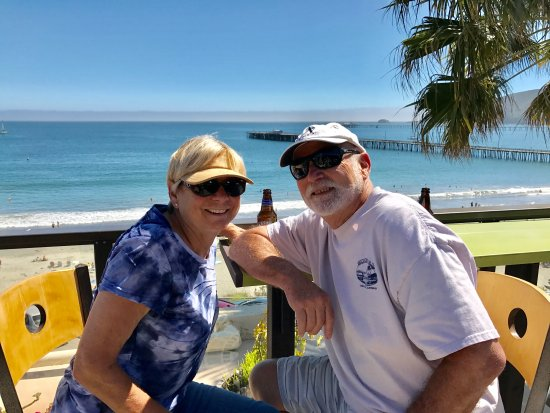 Avila Beach, CA: This weeks hotel guests enjoying new sundeck , mid day reception!