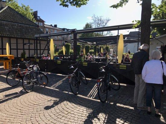 Helt enkelt Kok & Bar: möjlighet till både sol och skugga beroende på önskemål