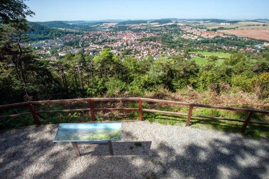 Beim Wandern auf Heilbad Heiligenstadt blicken