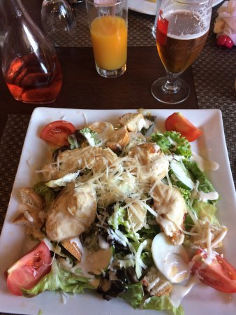 Rochechouart, Frankrike: The best chicken salad I have ever had
