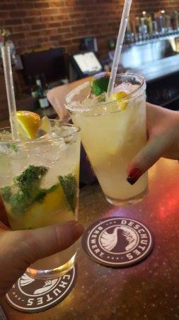 Independence, Οχάιο: Happy Hour