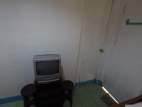 Bay's Inn: TV