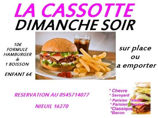 Nieuil, France : DIMANCHE SOIR