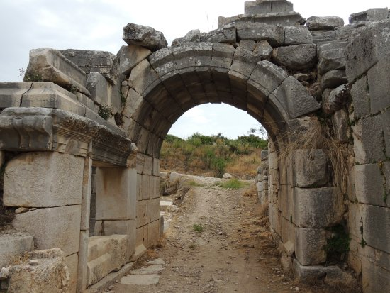 Xanthos - Lycian Antique City : Eingang ins Amphitheater.