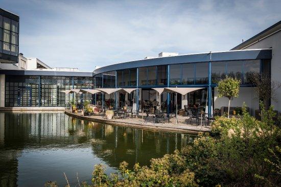 Sassenheim, Países Bajos: Terras aan het water bij OZZO Oriental & Lounge