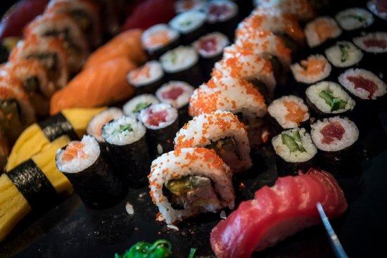 Sassenheim, Países Bajos: Verse sushi bij OZZO Oriental & Lounge