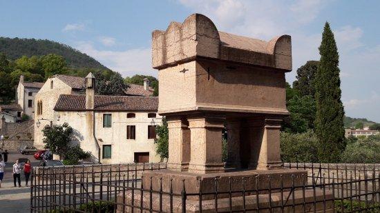 Arqua Petrarca, Itália: La tomba del Petrarca