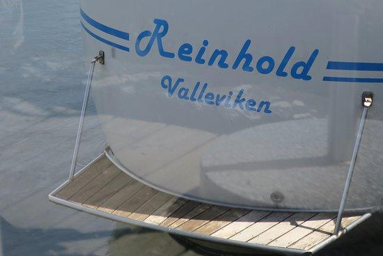 Sjokrogen i Valleviken AB: Båt i hamnen