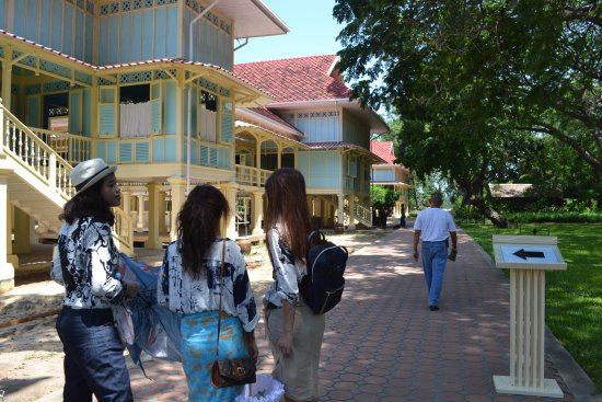 Mrigadayavan Palace: นักท่องเที่ยวต้องแต่งกายให้เรียบร้อยนะค่ะ