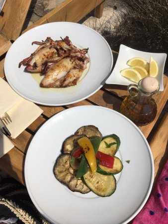 Laganini Beach Club: Squid and grilled vegetables