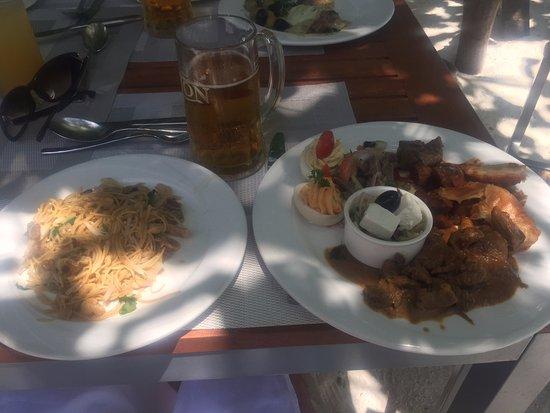 Vilamendhoo Island Resort & Spa: Основной ресторан
