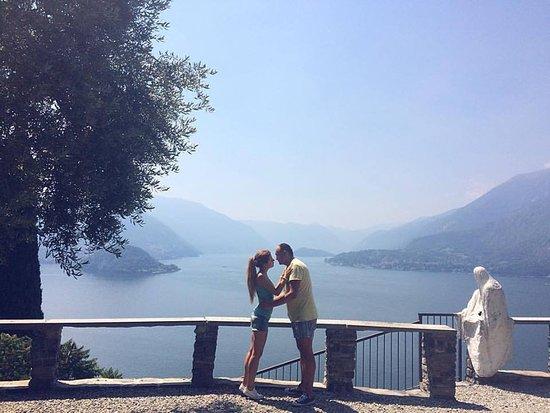 Perledo, Italie : Вид с Castello di Vezio на озеро Комо