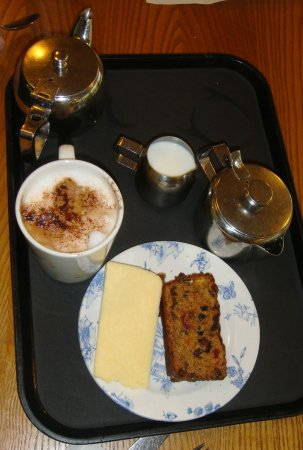 Kendal, UK: Fruit cake with Lancashire cheese etc.